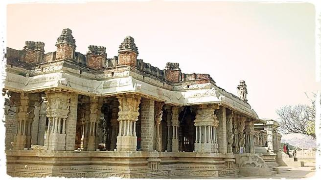 Musical_Pillars_at_Vittala_Complex-bicubic